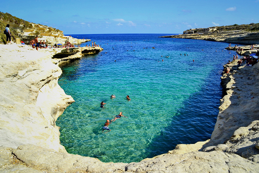 charter a yacht to St peter's pool malta
