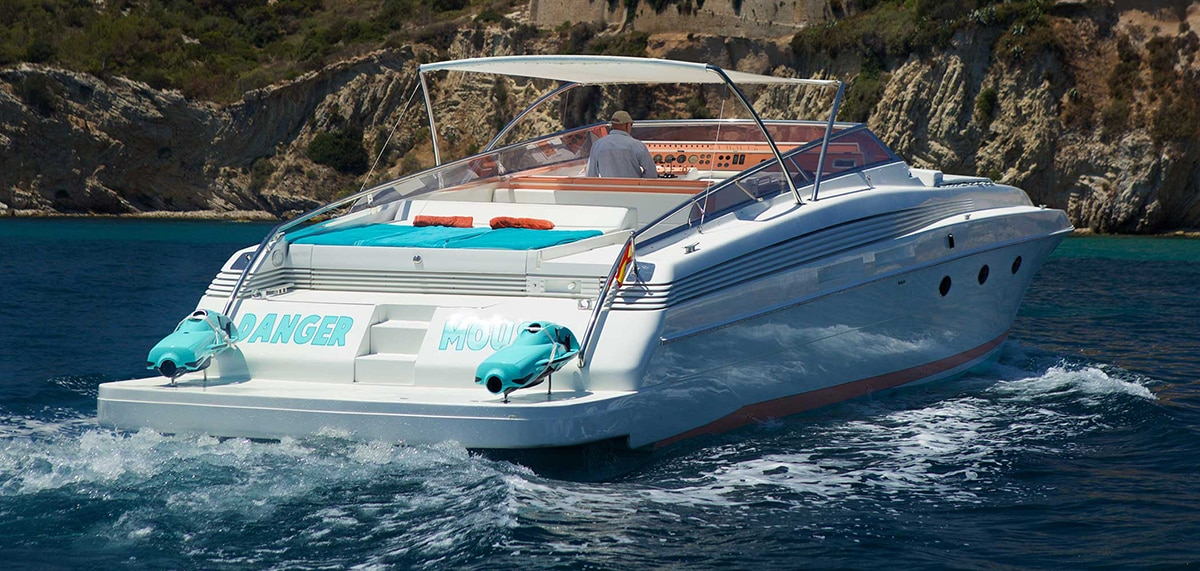 Power yacht charter in Italy
