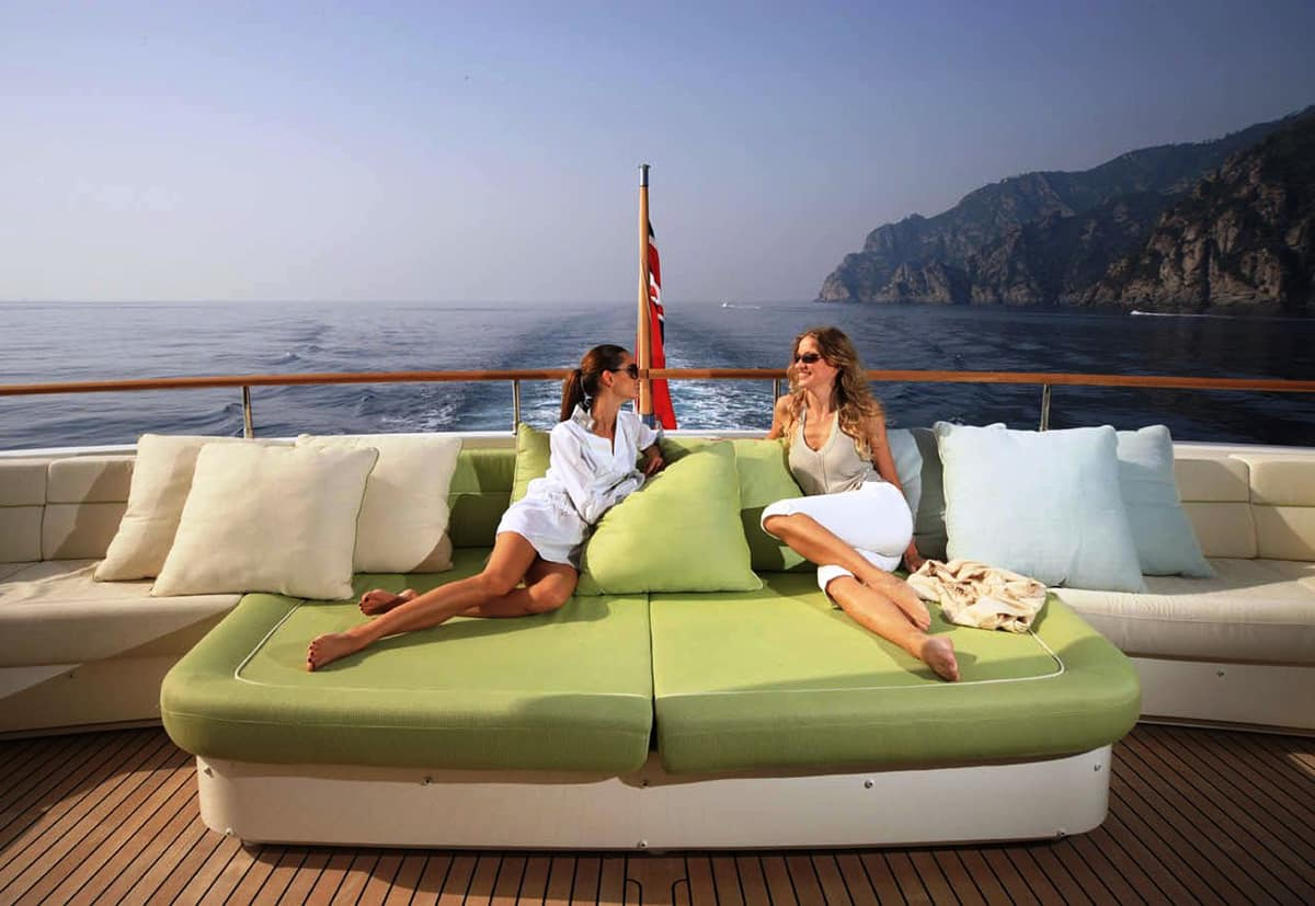 charter a yacht book2sail