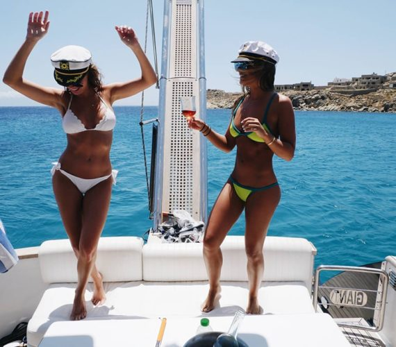 How to have the perfect island vacation in Greece on a yacht?