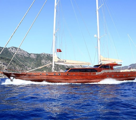 Choosing a Gulet Charter for a Luxurious Historical Trip in Turkey