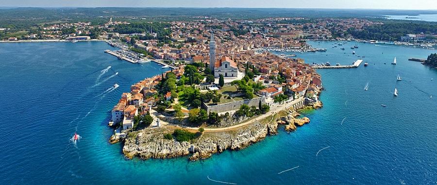 Enjoy This Yacht Charter Itinerary Exploring Pula & Rovinj in Croatia