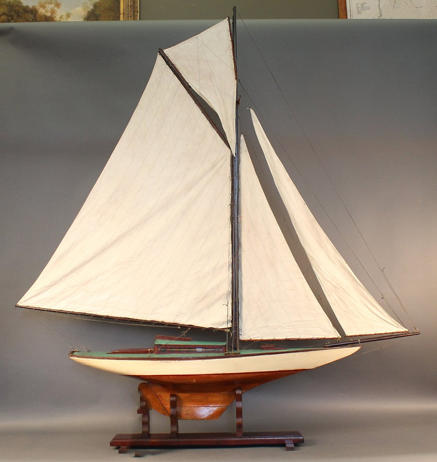 antique Pond yacht