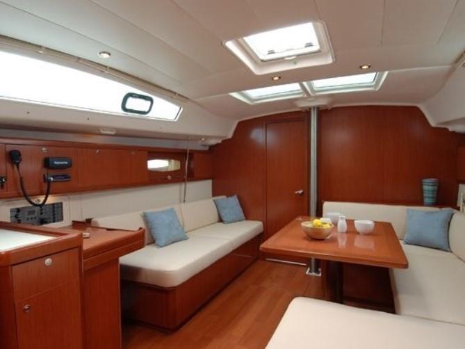 Beneteau Cyclades 43.4 interior