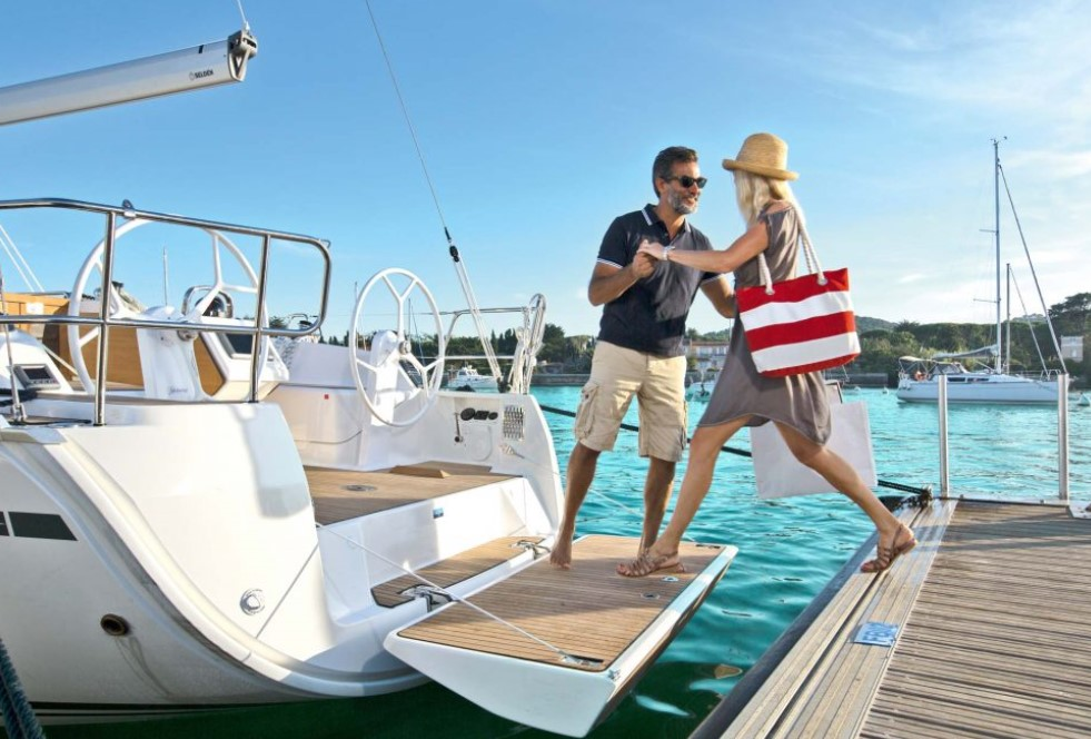 couple boarding Bavaria Cruiser 37