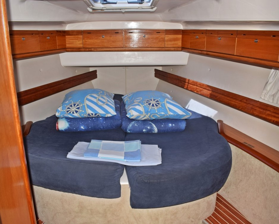 Bavaria 46 Cruiser bedroom
