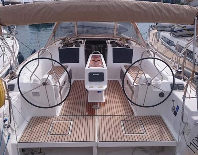 Dufour 410 Grand Large deck