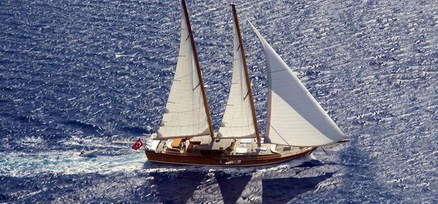 Gullet yacht sailing in Turkey