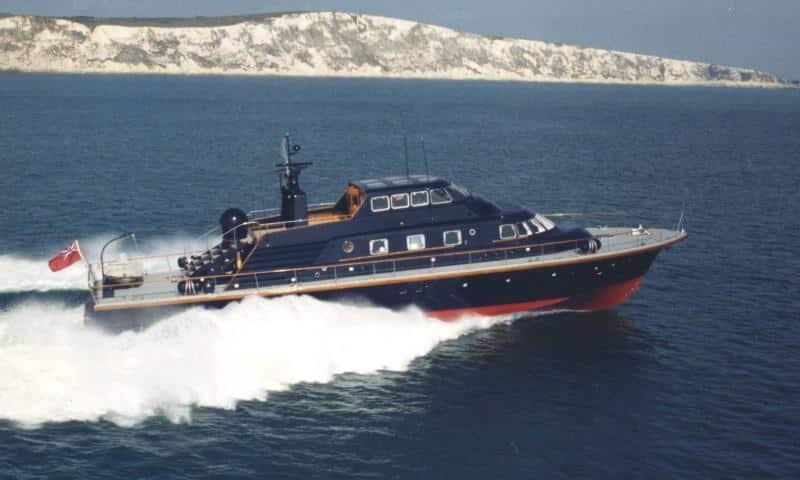 Brave challenger speed yacht
