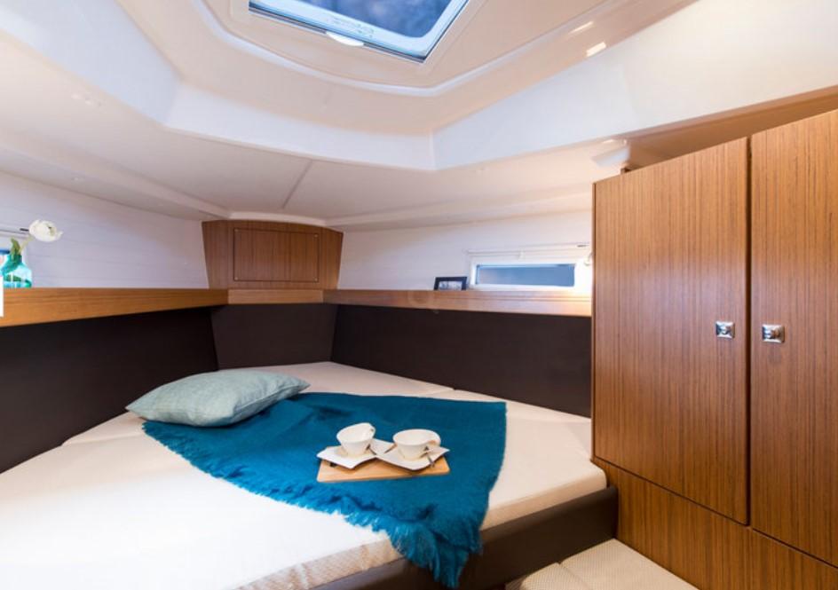 Bavaria Cruiser 37 bedroom