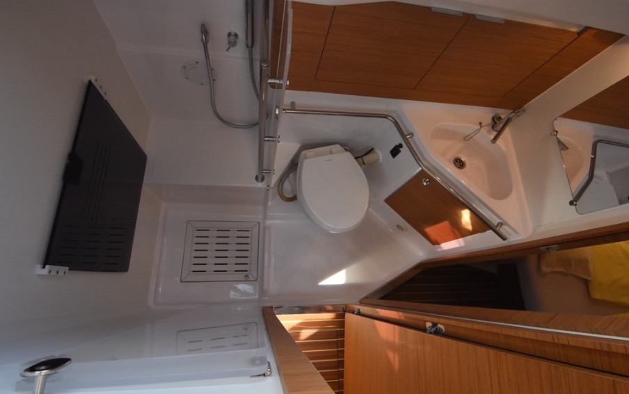 Elan Impression 45 bathroom