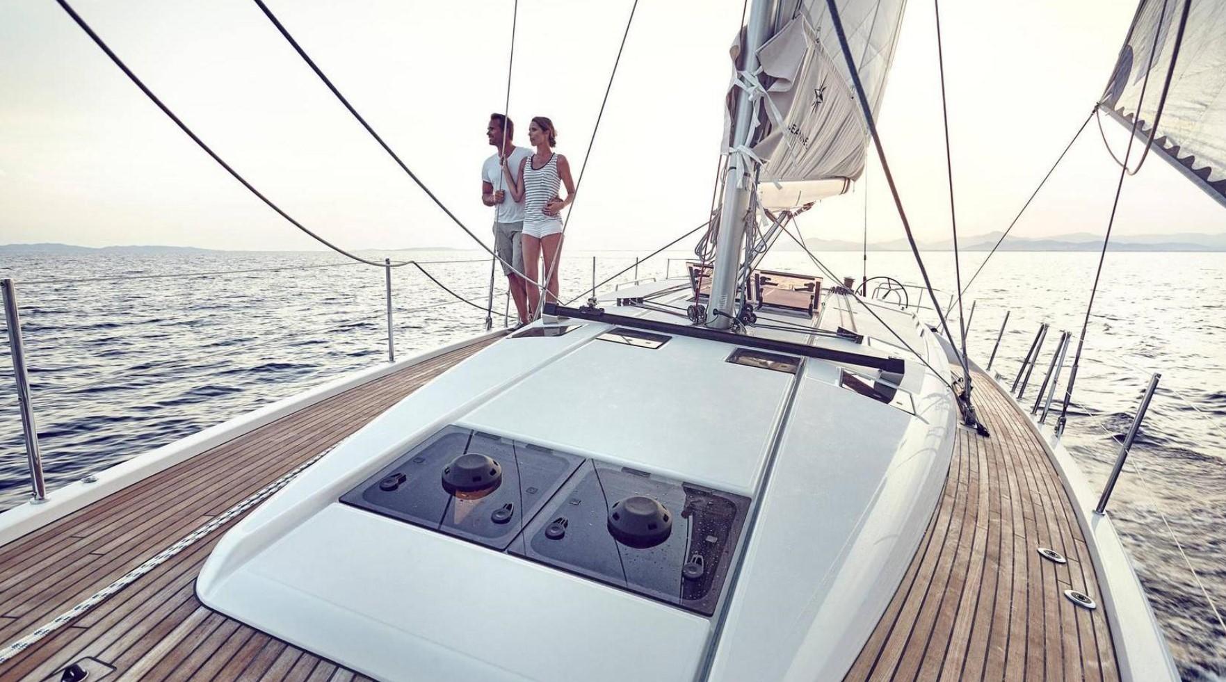 couple sailing Jeanneau Sun Odyssey 490