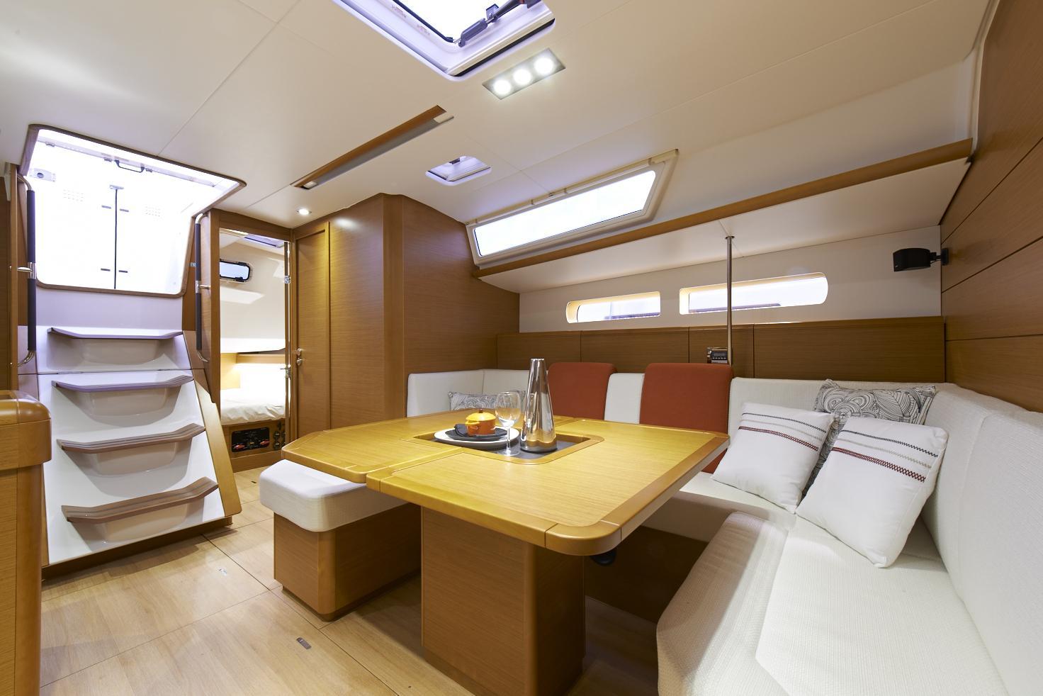 Jeanneau Sun Odyssey 469 interior