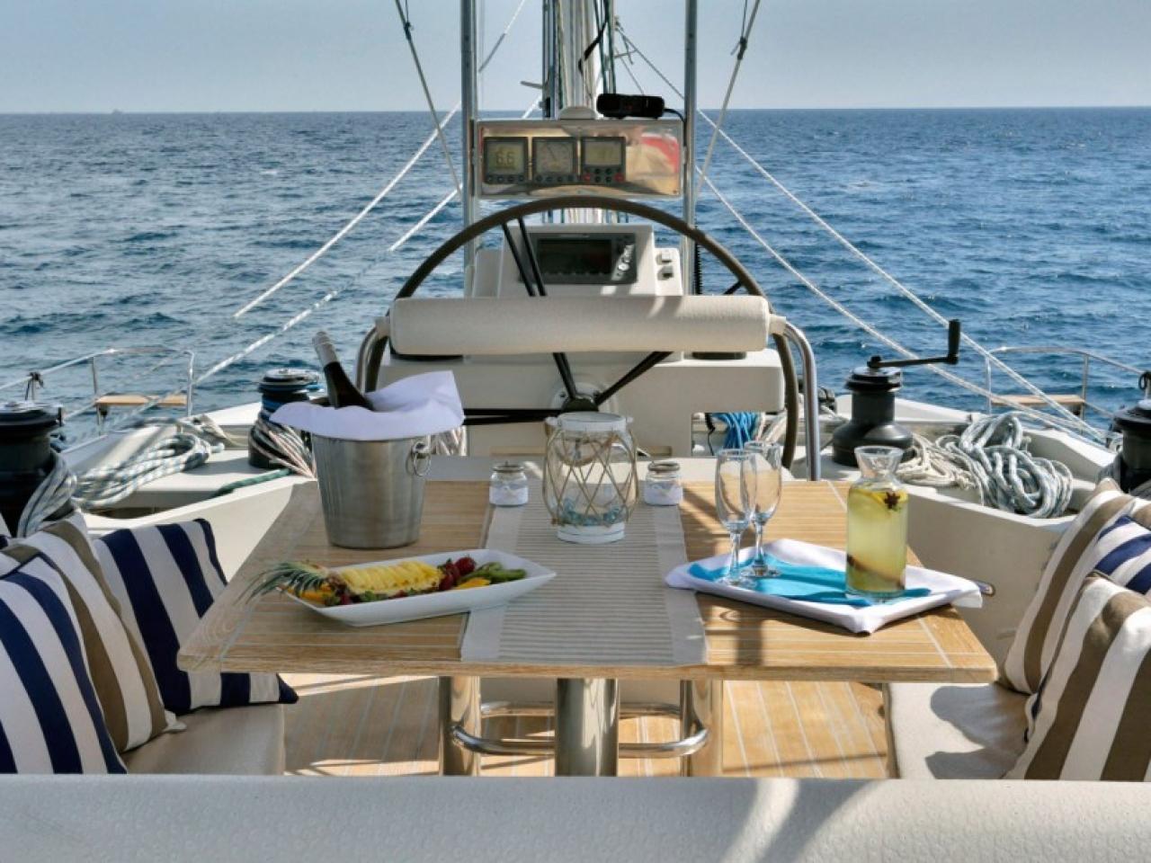 Sunreef 62 deck