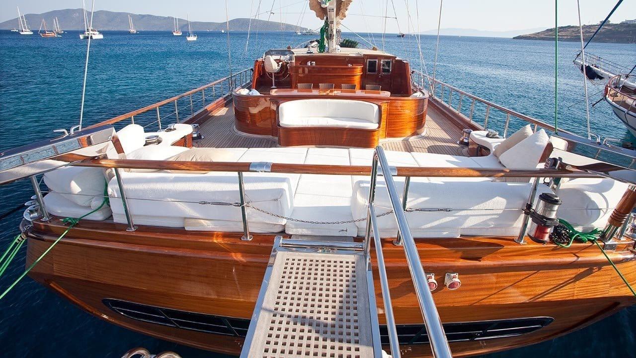 a deck of the marvelous CarpeDiem 5 gulet