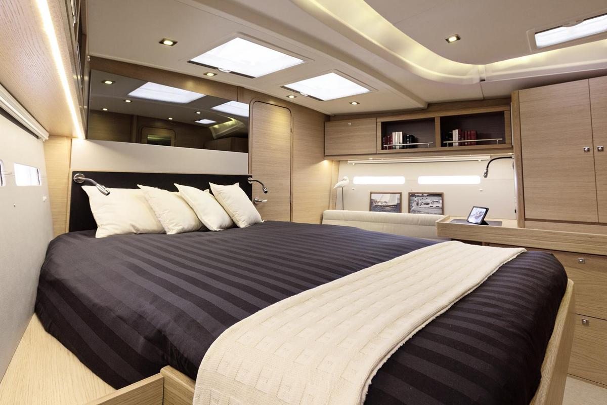 Dufour 560 GL bedroom