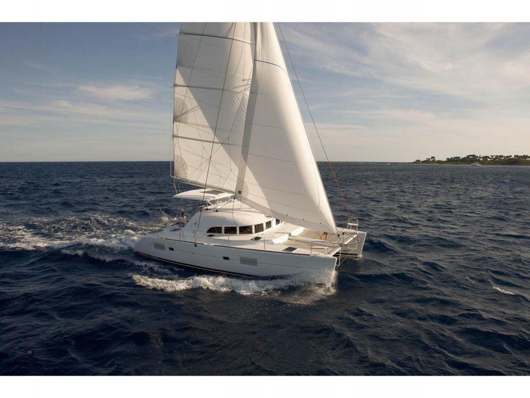 Lagoon 380 S2 sailing in Indonesia
