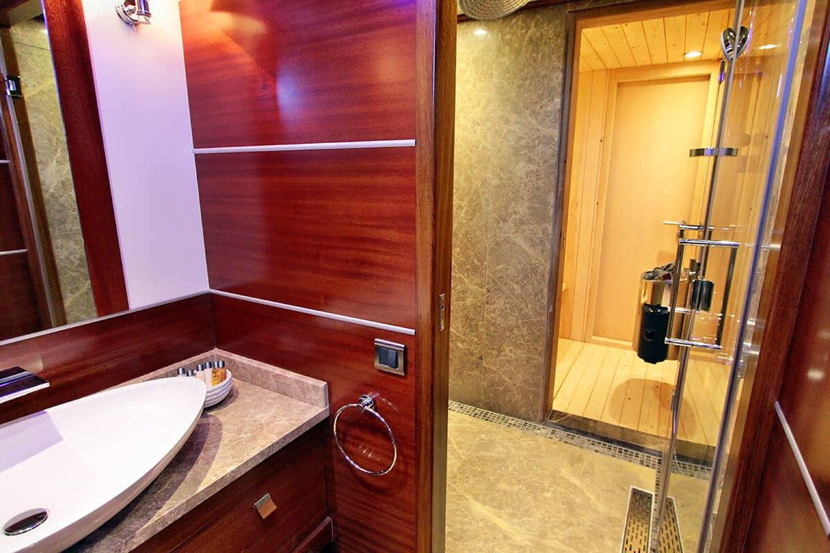 luxury bathroom CarpeDiem 5 gulet