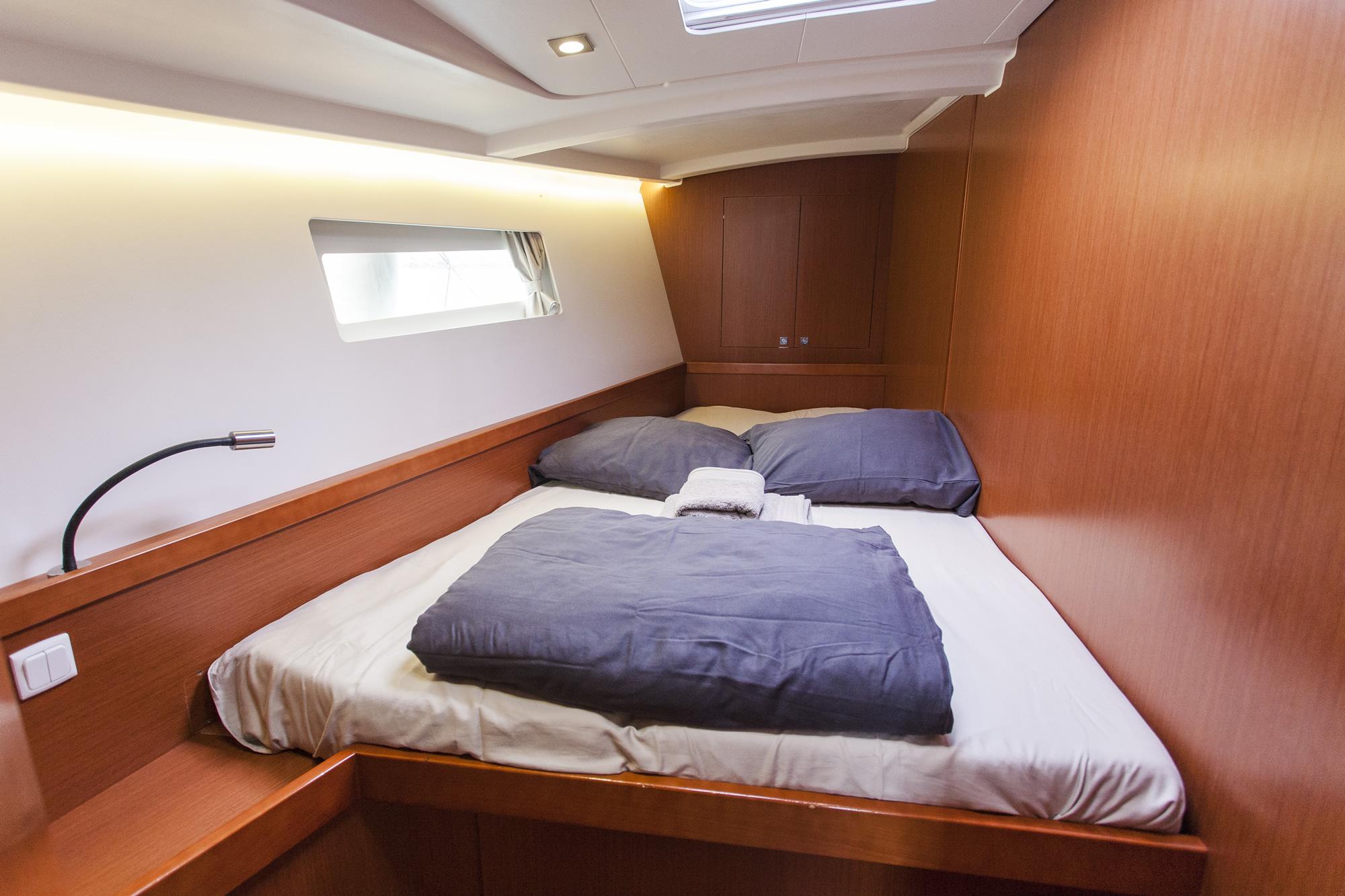 Oceanis 45 bedroom