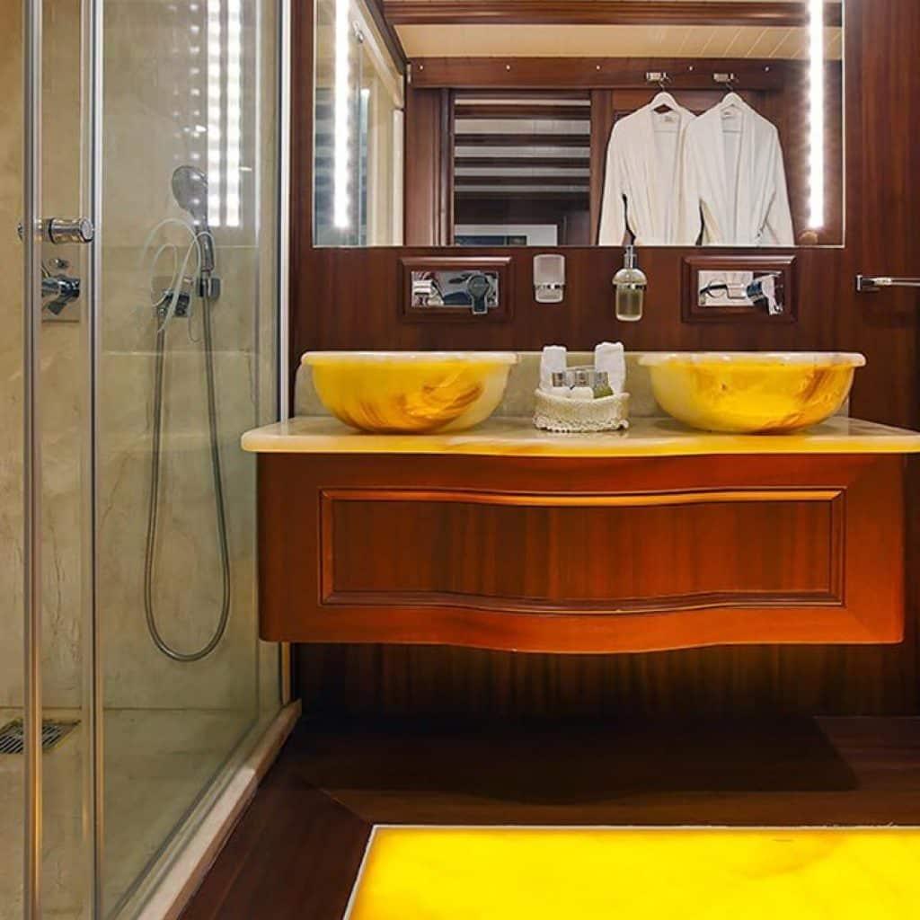 Regina gulet bathroom deluxe