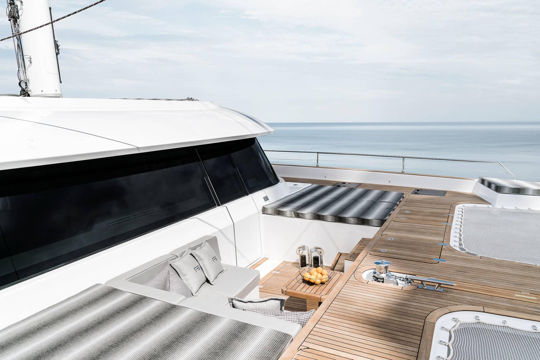 Sunreef 60 deck