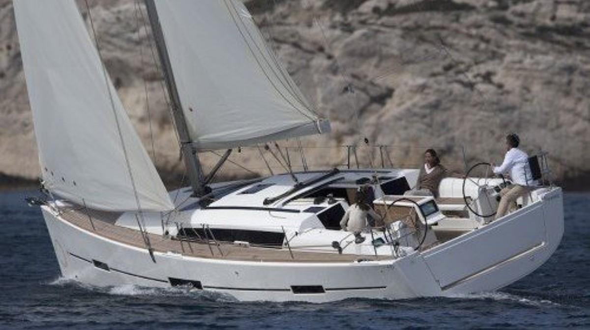 friends sailing Dufour 412