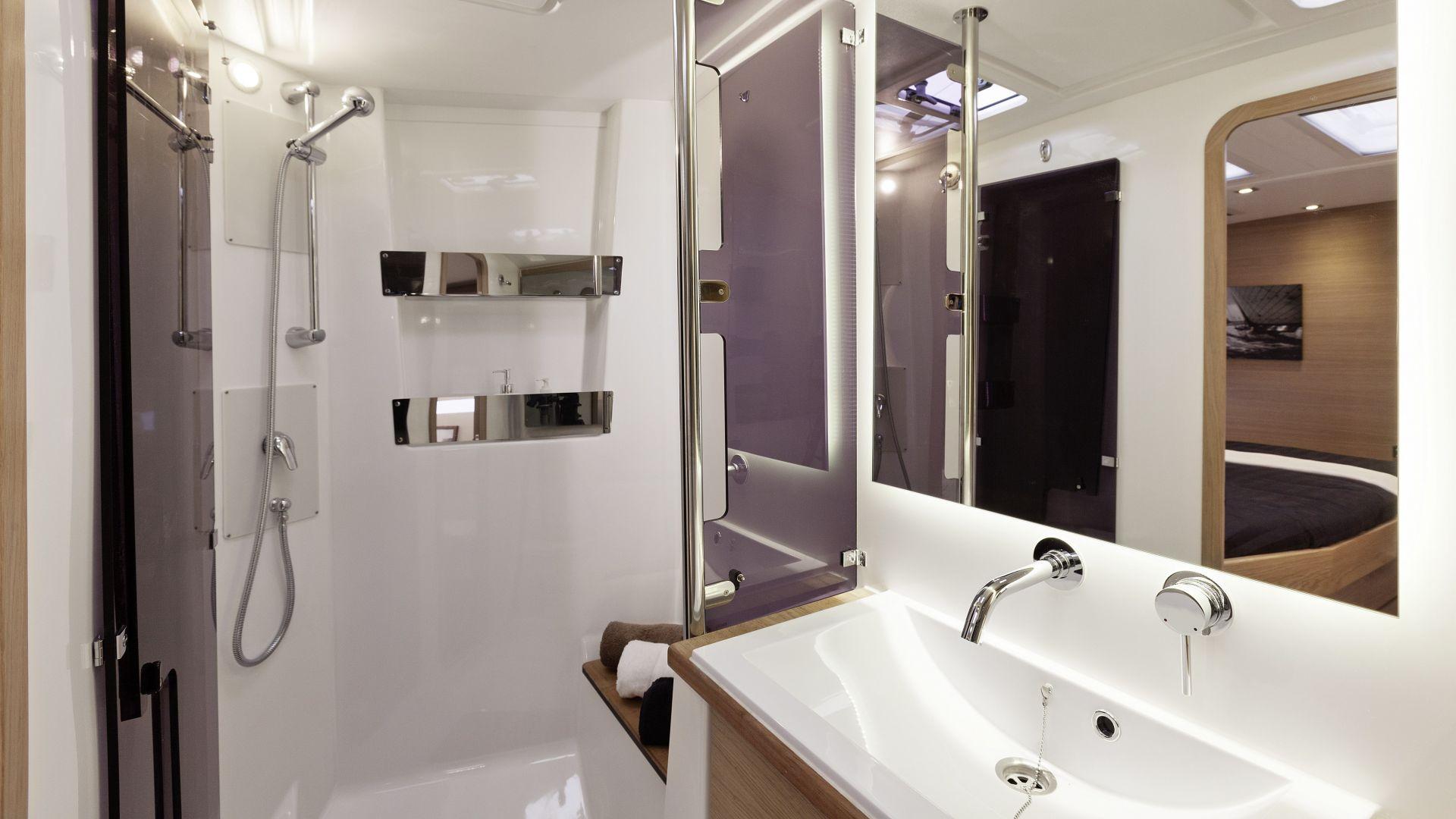 Dufour 560 GL bathroom