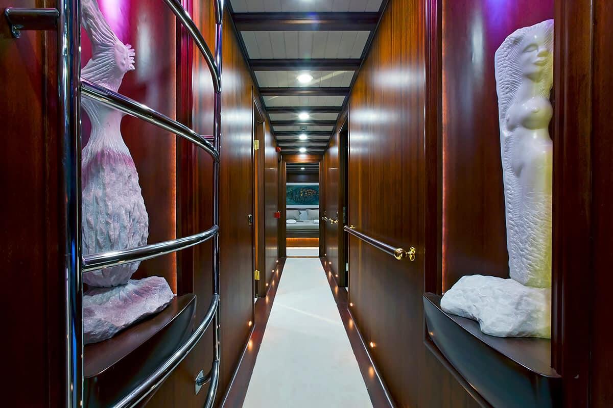 Regina gulet rich narrow hallway