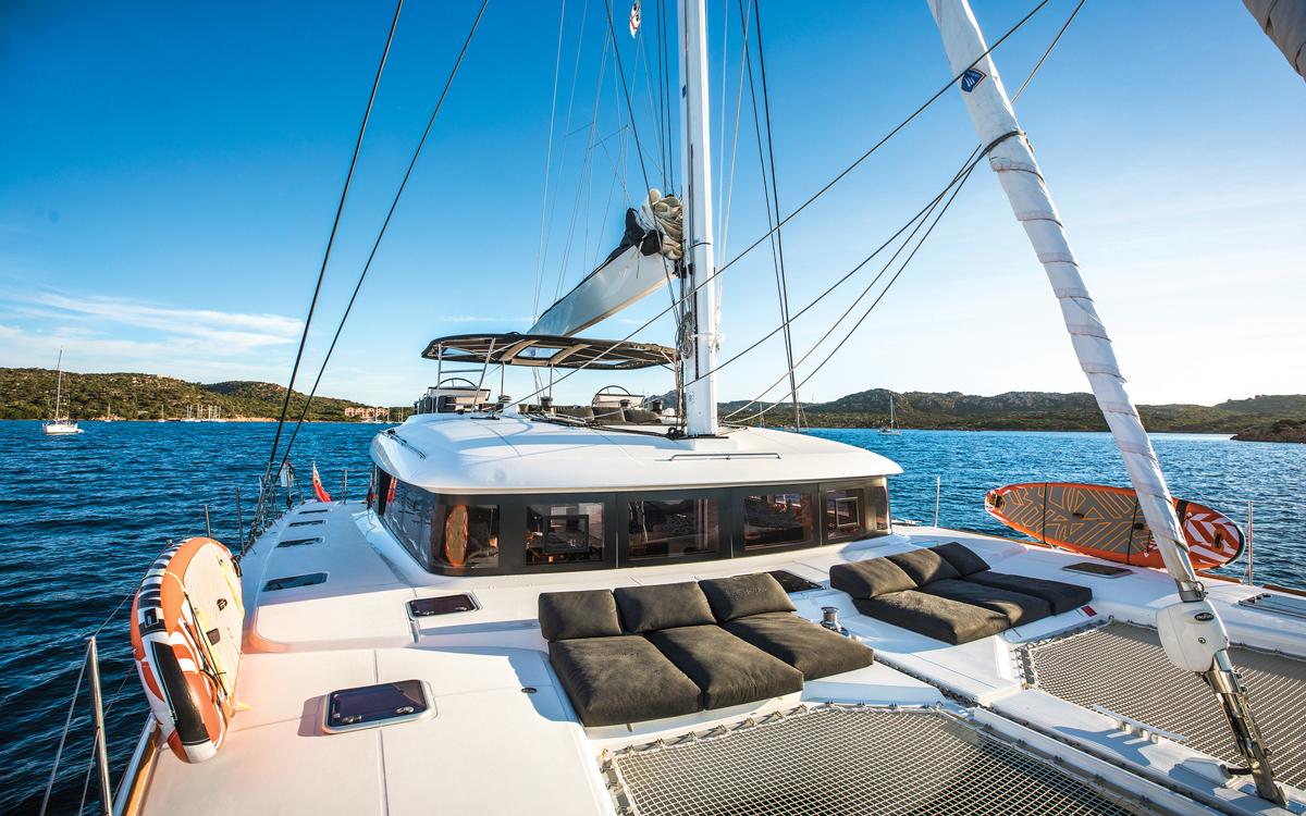 Lagoon 620 deck