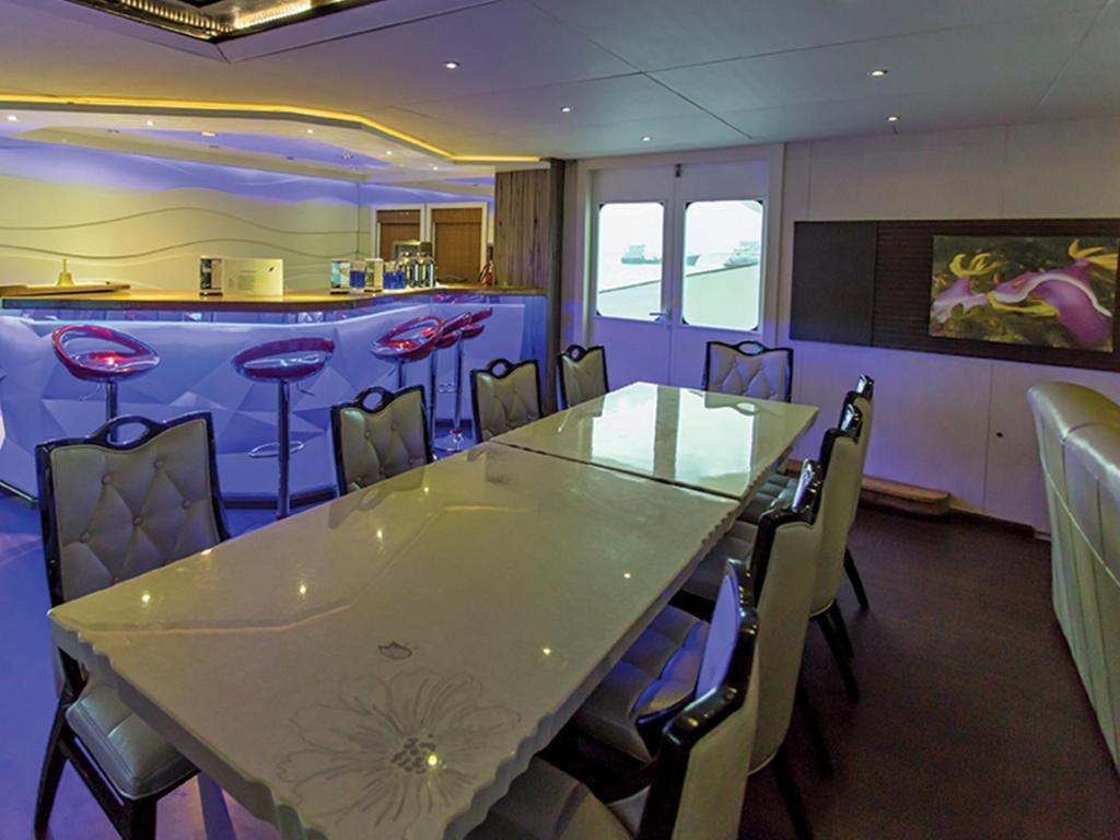 dining table Honors Legacy yacht