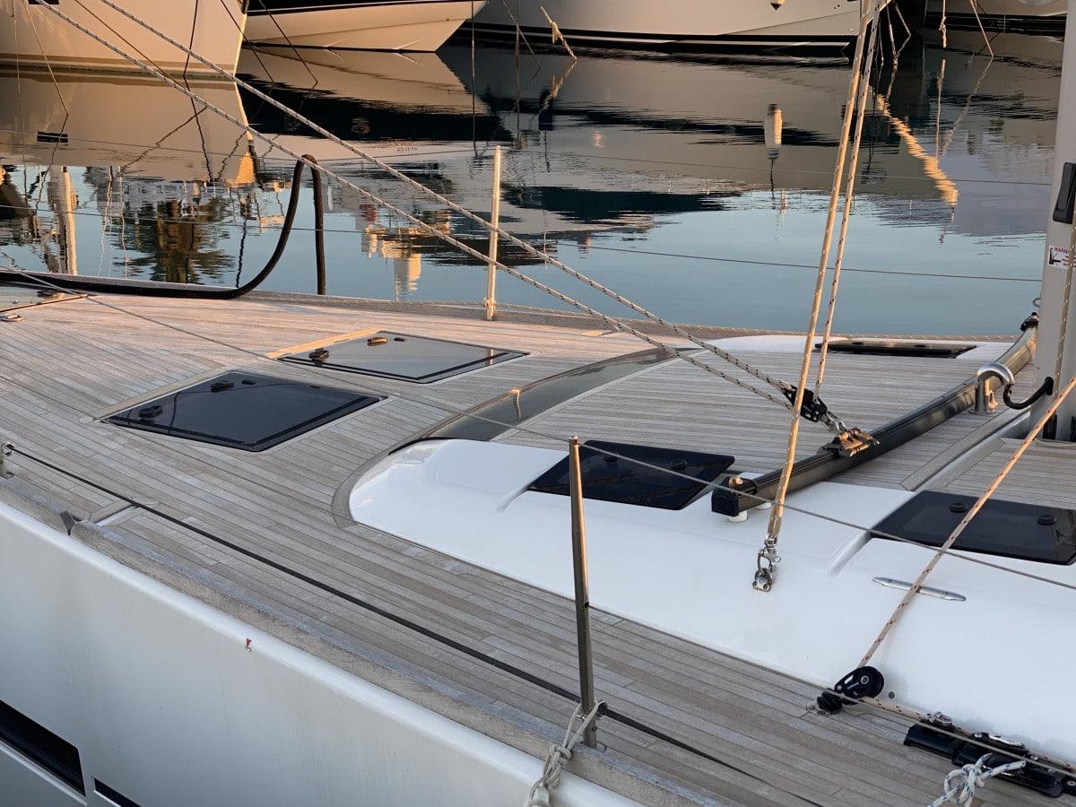 Dufour 520 GL deck