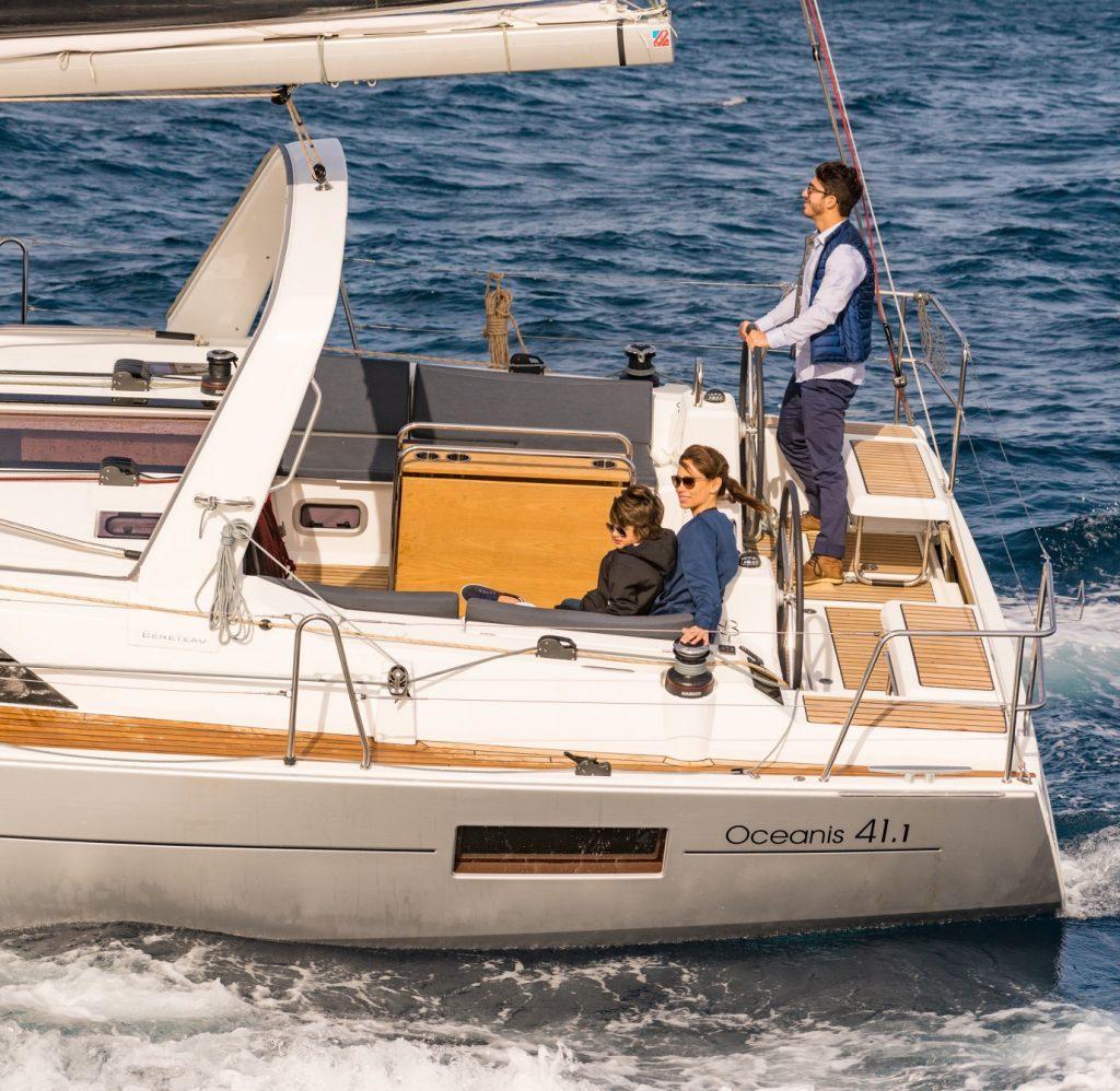 couple sailing Oceanis 41.1