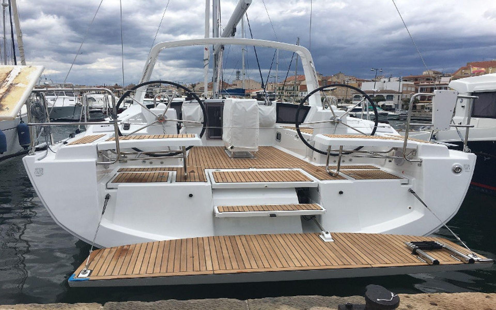 Oceanis 41.1 deck