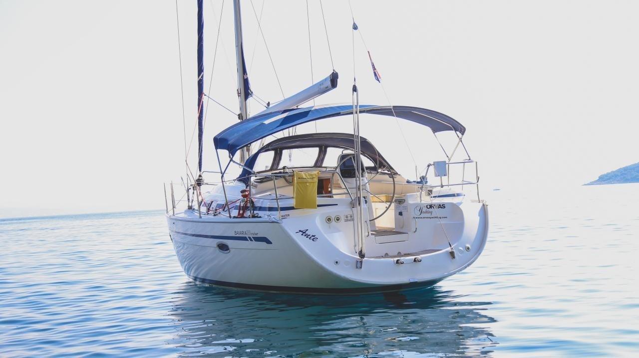 Bavaria 39 sailing