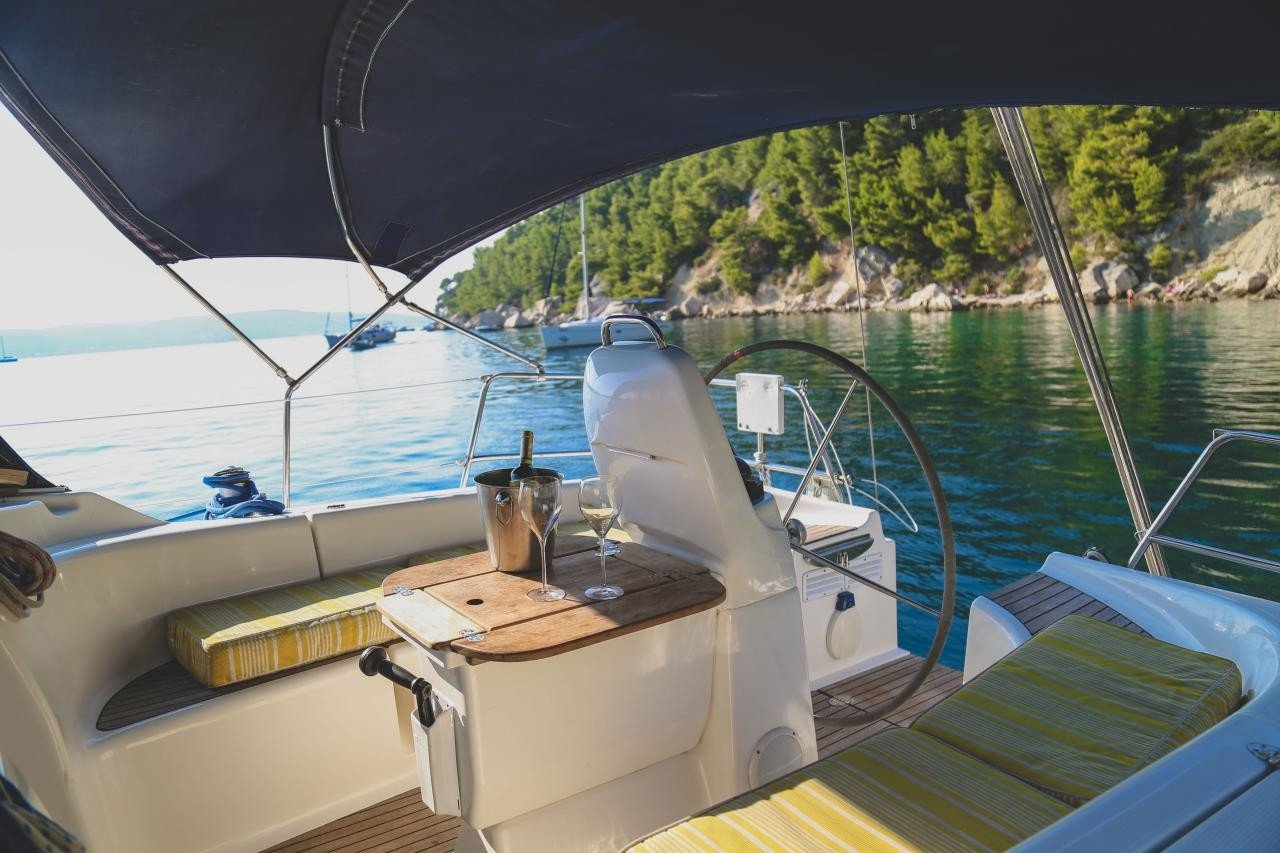 Bavaria 39 deck