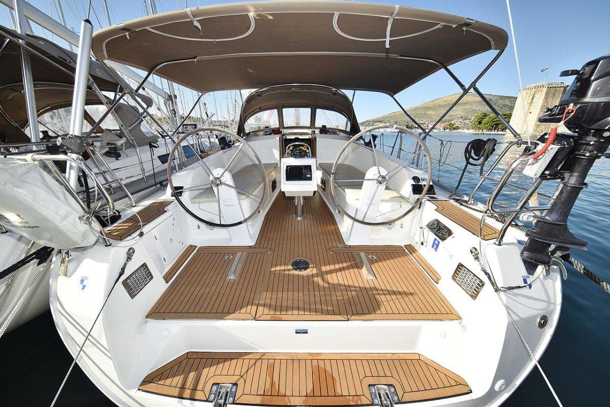 docked Bavaria 41 Cruiser