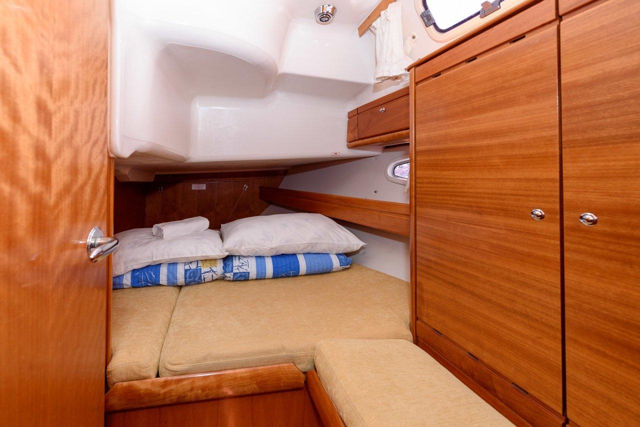 bavaria 39 cabin