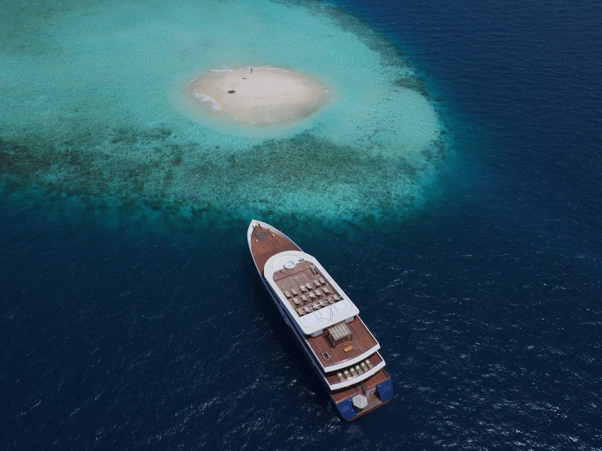 Honors Legacy yacht aerial in the Maldives