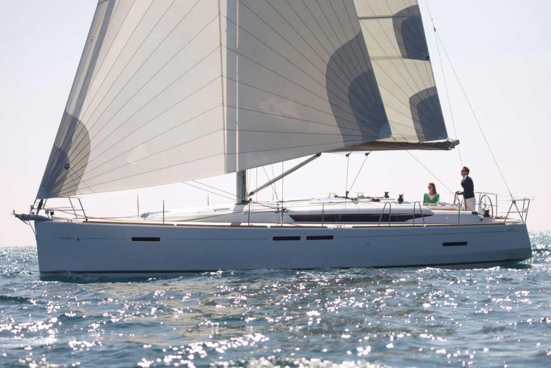 Jeanneau Sun Odyssey 449 couple sailing