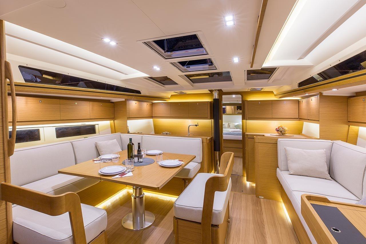 Dufour 520 GL interior