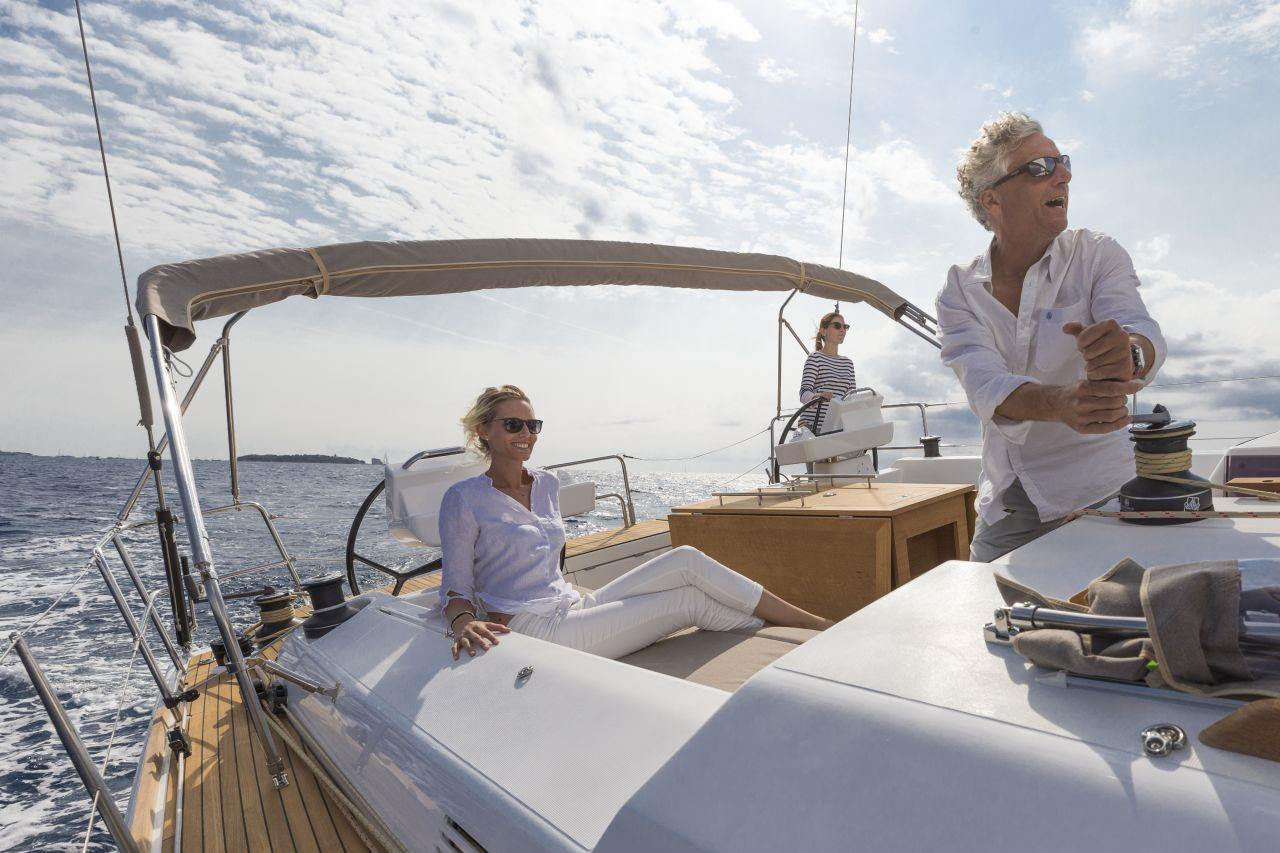 family sailing on the Dufour 520 GL