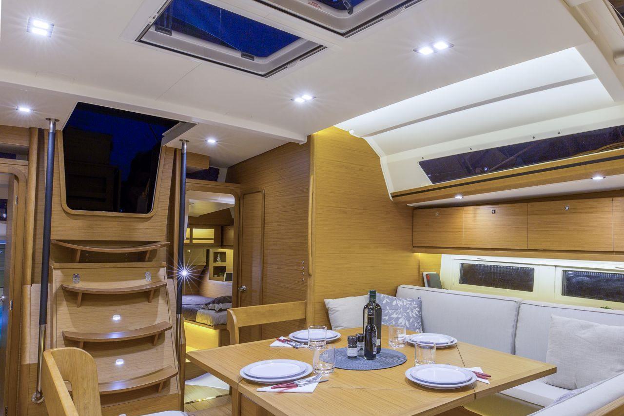 Dufour 520 GL deluxe interior