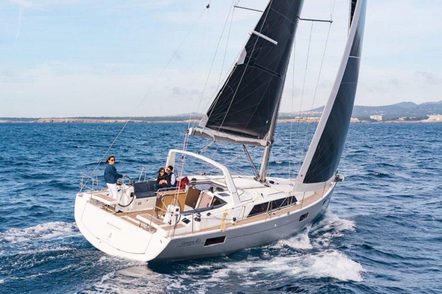Beneteau Oceanis 41.1 sailing