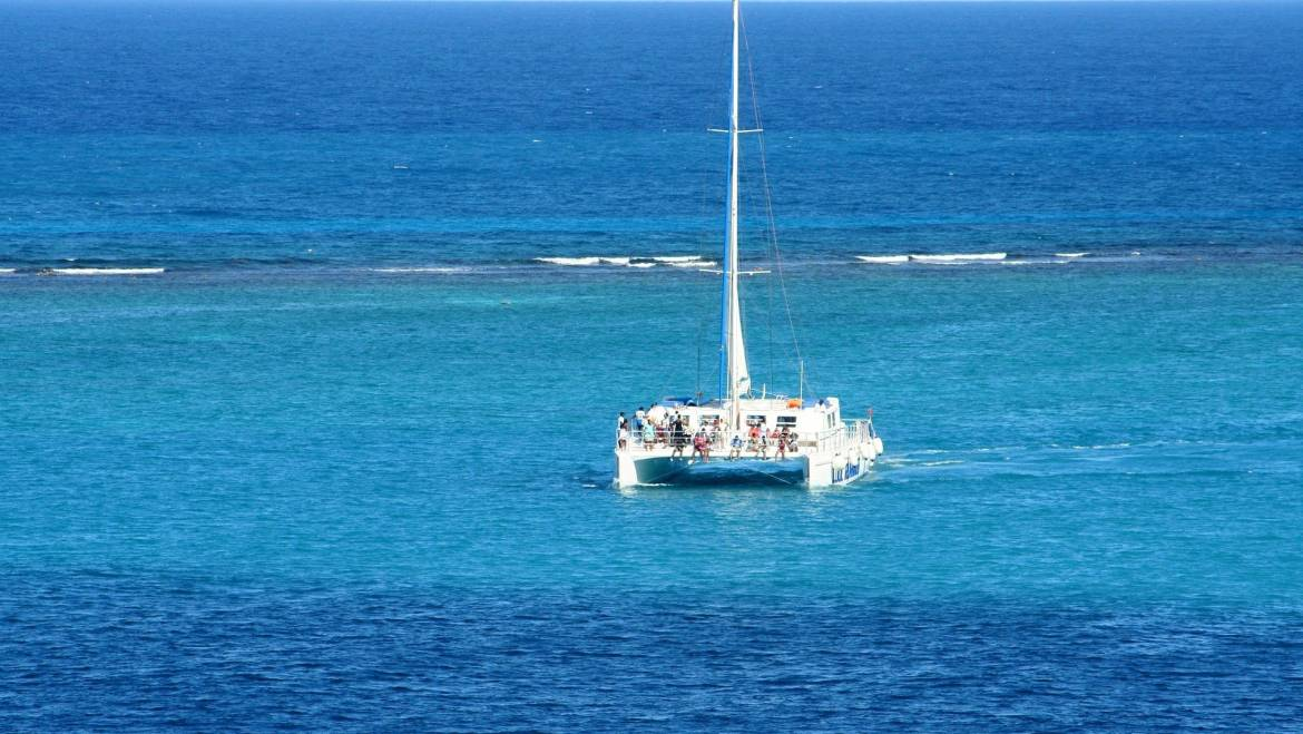 What Are The Advantages of A Catamaran?