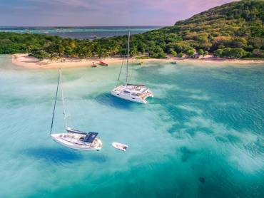 The Differences Between Sailboat and Catamaran